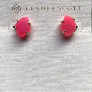 Kendra Scott Inaiyah Pink Agate Studs in gold